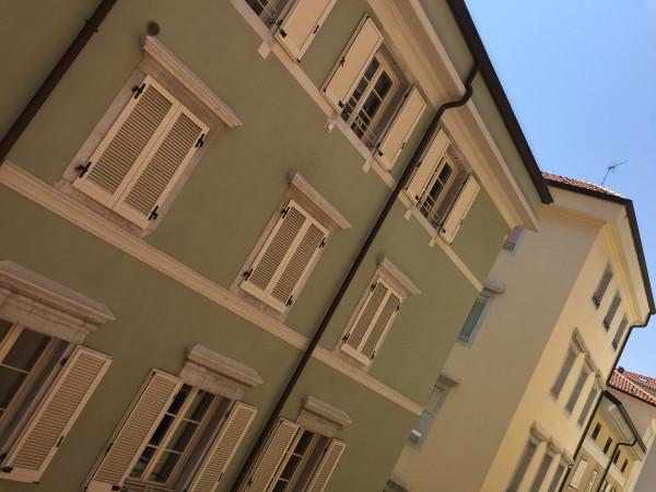 Bilocale Trieste Via Beccherie 4