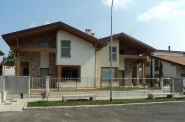 Villa in vendita a Binago, 5 locali, prezzo € 345.000 | CambioCasa.it