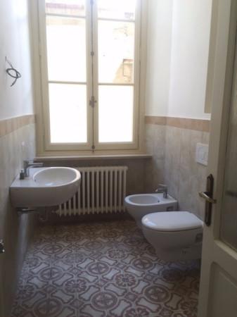 Bilocale Luino Via Vittorio Sereni 6