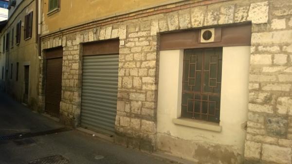 Negozio / Locale in affitto a Viggiù, 5 locali, prezzo € 500 | Cambio Casa.it