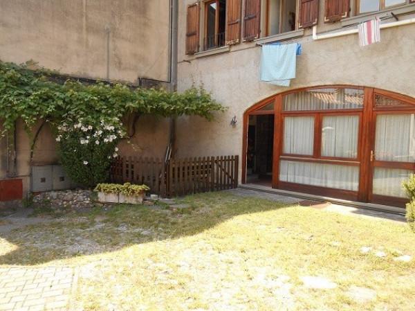 Appartamento in vendita a Sale Marasino, 3 locali, prezzo € 70.000 | Cambio Casa.it