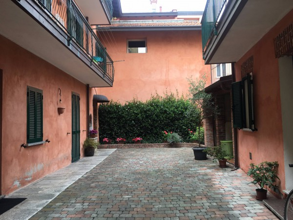 Palazzo / Stabile in vendita a Borgomanero, 4 locali, prezzo € 360.000   Cambio Casa.it