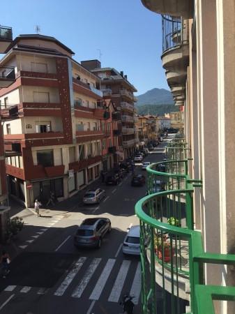 Bilocale Luino Via Vittorio Veneto 4