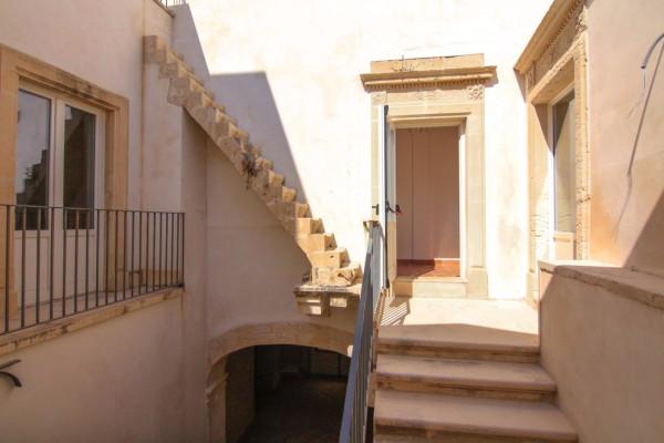 Palazzo / Stabile in vendita a Siracusa, 6 locali, Trattative riservate | Cambio Casa.it