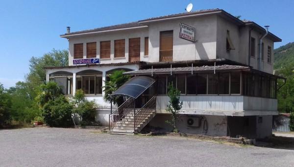 Palazzo / Stabile in vendita a Borgo Priolo, 6 locali, Trattative riservate | CambioCasa.it