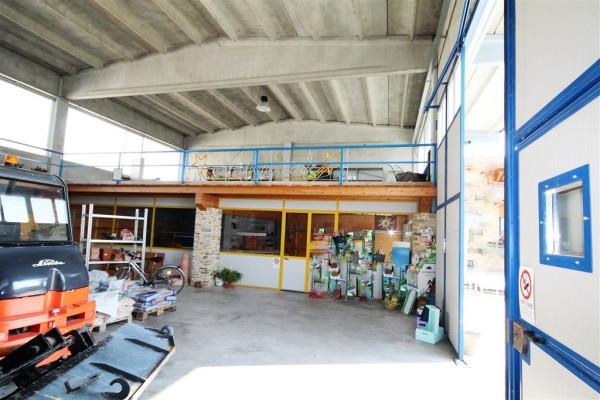 Capannone in Affitto a Castelletto Stura Periferia: 2 locali, 300 mq