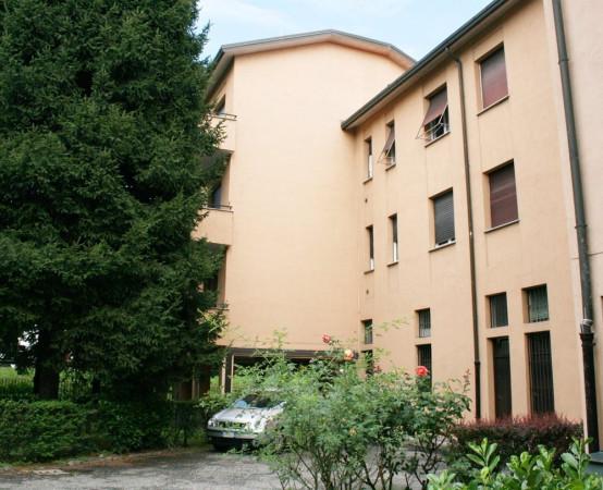 Bilocale Carate Brianza Via Toti, 10 2