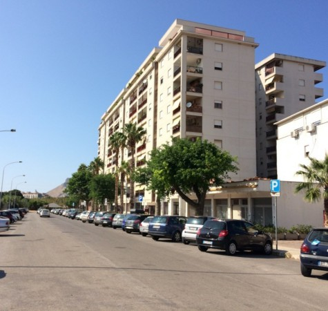 Appartamento in Vendita a Palermo Periferia: 3 locali, 70 mq