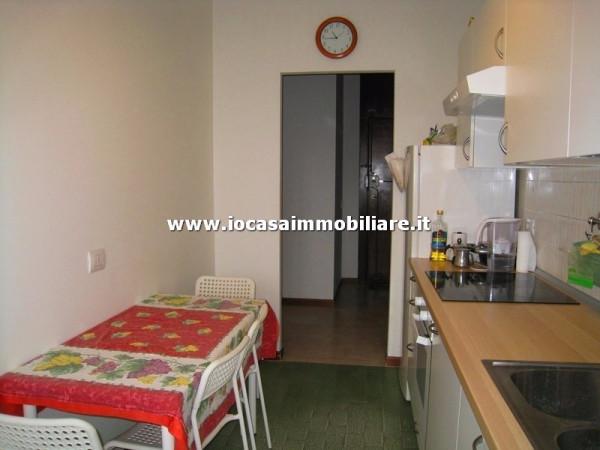 Bilocale Milano Via Fratelli Rosselli 12