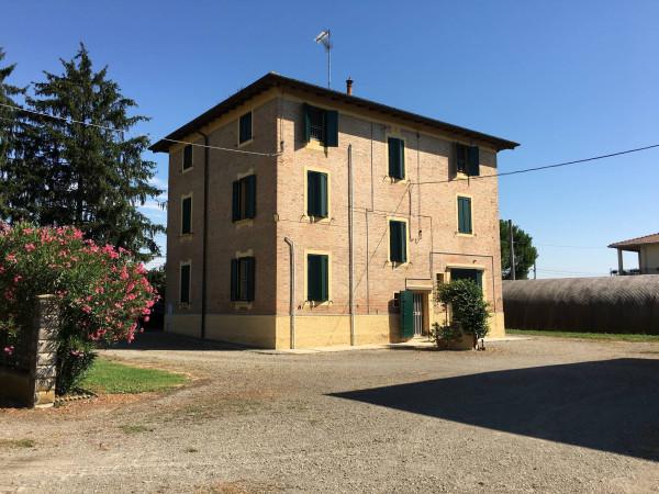 Rustico / Casale in vendita a Baricella, 6 locali, prezzo € 500.000 | Cambio Casa.it