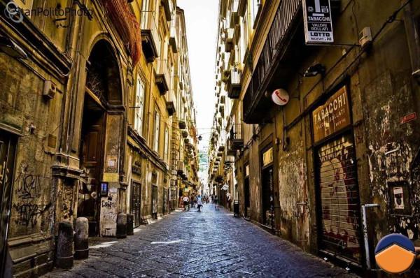Bilocale Napoli Vico Maiorani 2
