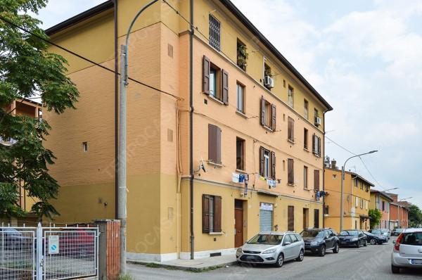 Bilocale Bologna Via Guelfa 10