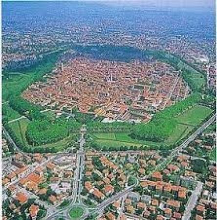 Bilocale Lucca Via Sant'anna 10