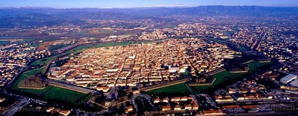 Bilocale Lucca Via Sant'anna 11
