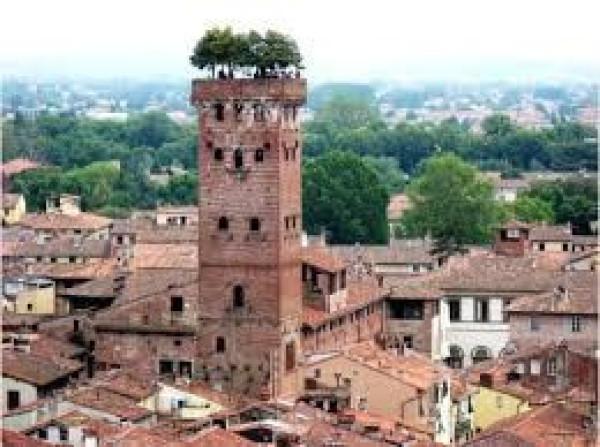 Bilocale Lucca Via Sant'anna 12