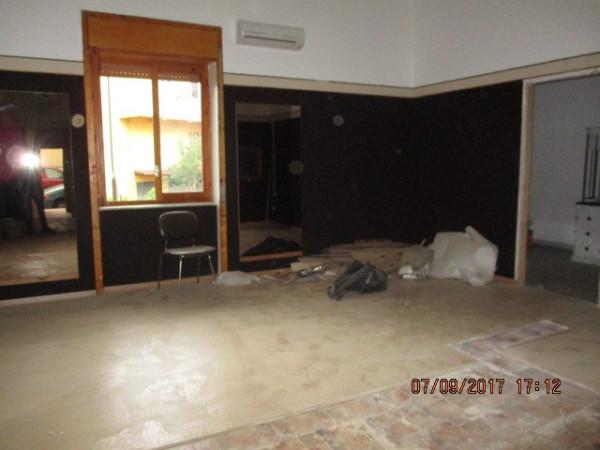 Negozio / Locale in affitto a Mercato San Severino, 1 locali, prezzo € 600 | Cambio Casa.it