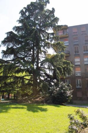 Bilocale Milano Via Val Di Sole 12