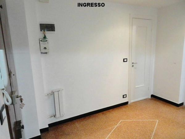 Bilocale Genova Via Federico Donaver 4