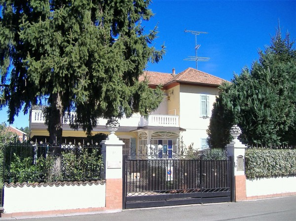 Villa in vendita a Cassano Magnago, 3 locali, prezzo € 790.000   Cambio Casa.it
