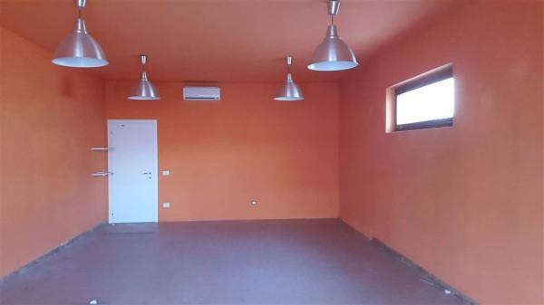 Negozio / Locale in affitto a Agliana, 1 locali, prezzo € 500 | Cambio Casa.it