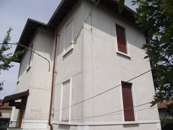 Villa in Vendita a Cavaria con Premezzo