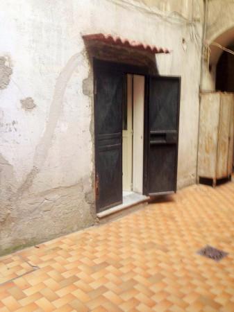Bilocale Napoli Via Salvator Rosa 2