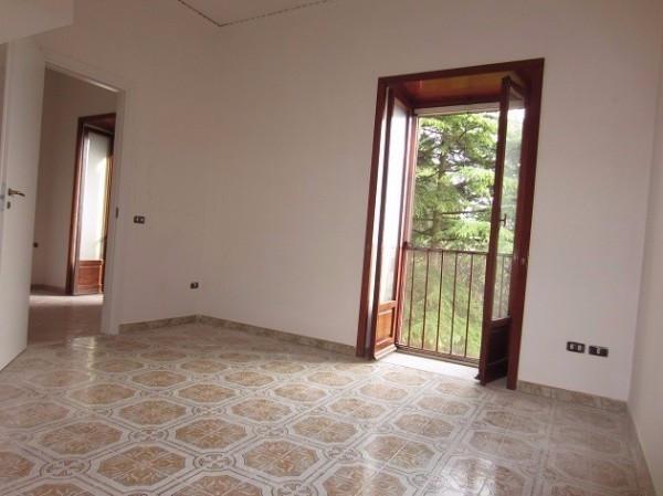 Appartamento in affitto a Pollena Trocchia, 4 locali, prezzo € 600 | Cambio Casa.it