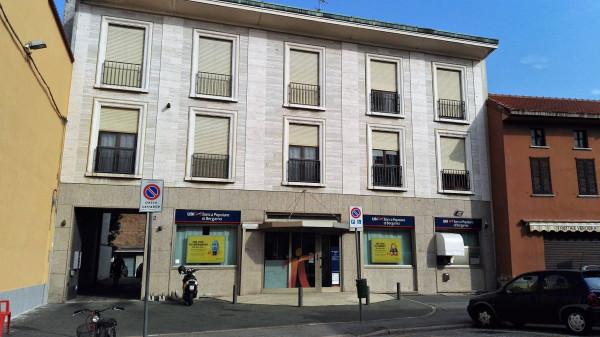 Appartamento in vendita a Lonate Pozzolo, 4 locali, prezzo € 125.000 | Cambio Casa.it