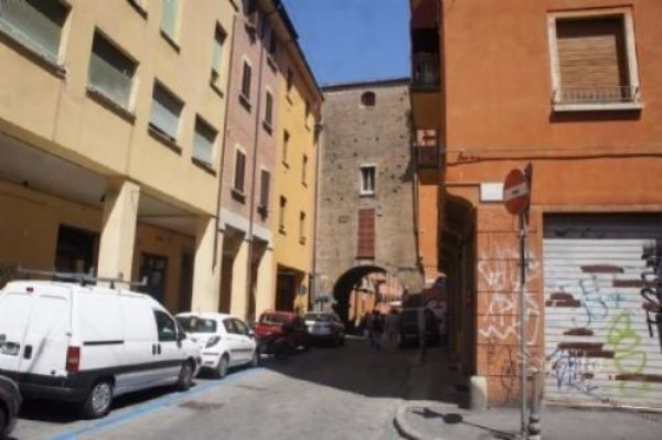 Bilocale Bologna Via Piella 7