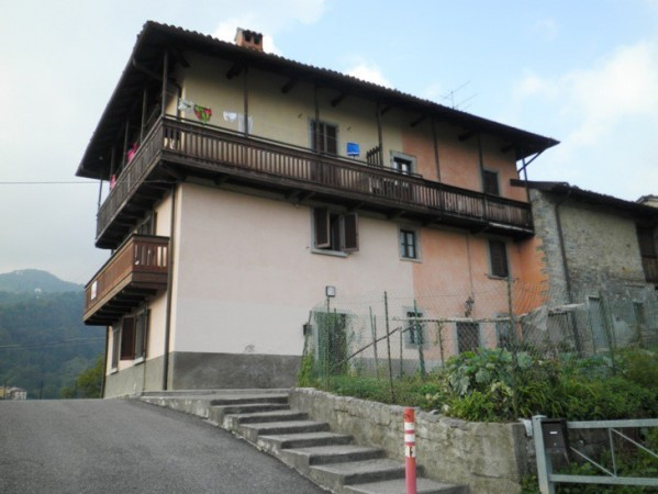 Appartamento in vendita a Val Brembilla, 4 locali, prezzo € 64.500 | Cambio Casa.it