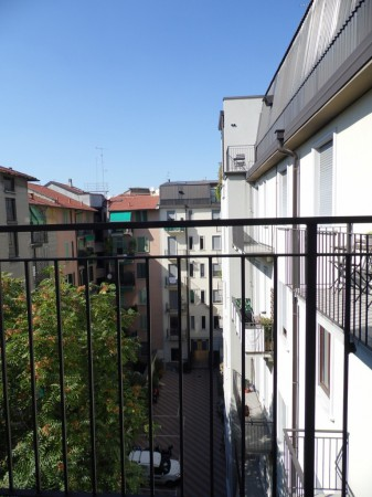 Bilocale Milano Via Carlo Goldoni 1