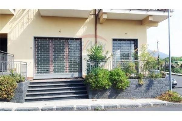 Negozio / Locale in vendita a Camporotondo Etneo, 2 locali, prezzo € 155.000 | Cambio Casa.it