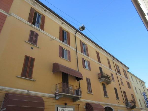 Bilocale Milano Via Saronno 2