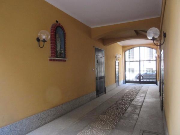 Bilocale Milano Via Saronno 4