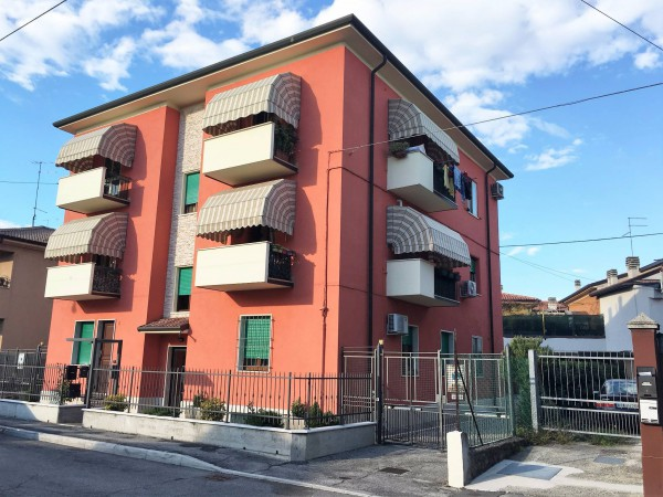 Bilocale Verona Via Angelica 7