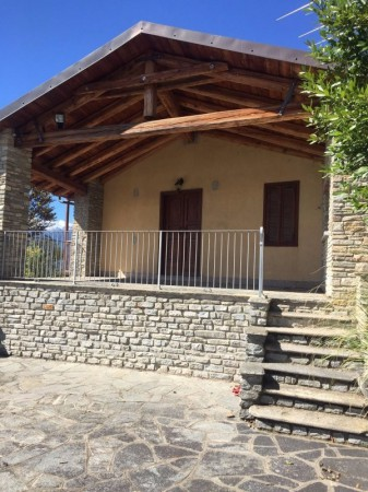 Villa in vendita a Cavour, 6 locali, prezzo € 649.000 | Cambio Casa.it