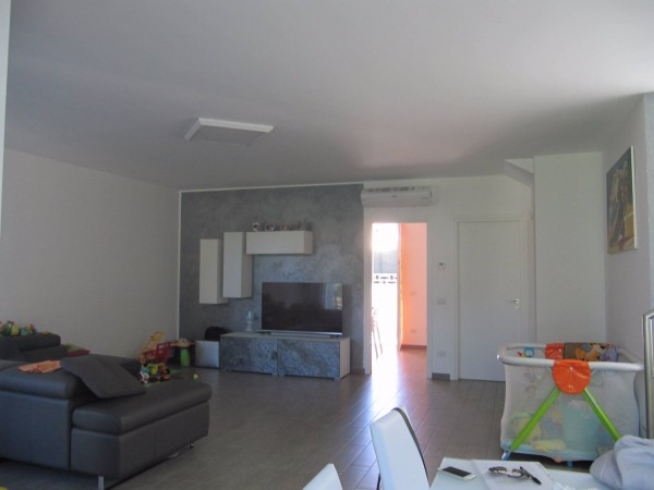 Villa a Schiera in vendita a Cogliate, 9999 locali, prezzo € 370.000 | Cambio Casa.it