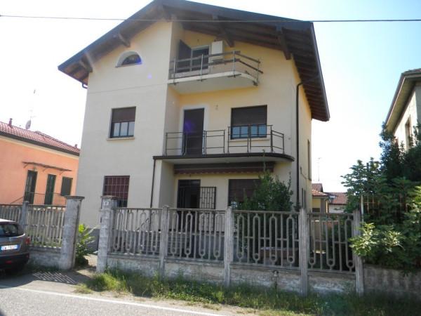 Villa in vendita a Gallarate, 6 locali, prezzo € 265.000 | Cambio Casa.it