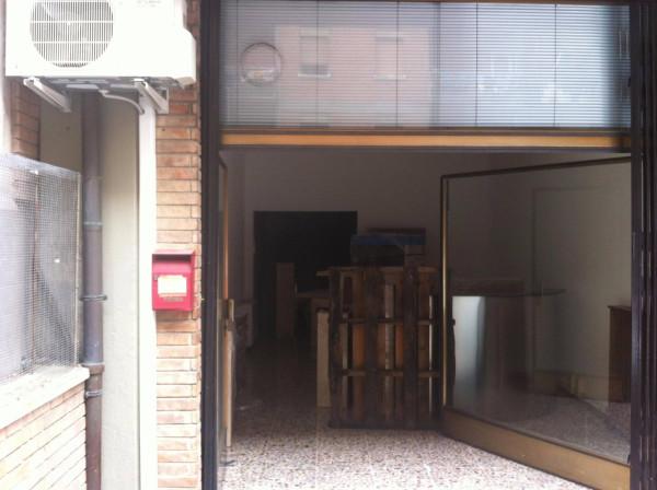 Negozio / Locale in affitto a Carpi, 2 locali, prezzo € 350 | Cambio Casa.it