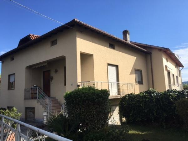 Villa in vendita a Faloppio, 6 locali, prezzo € 245.000 | Cambio Casa.it