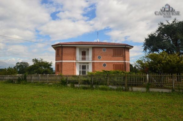 Villa in Vendita a Ozegna Centro: 5 locali, 180 mq