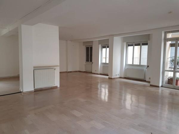 Appartamento in vendita a Pavia, 5 locali, prezzo € 504.000 | CambioCasa.it