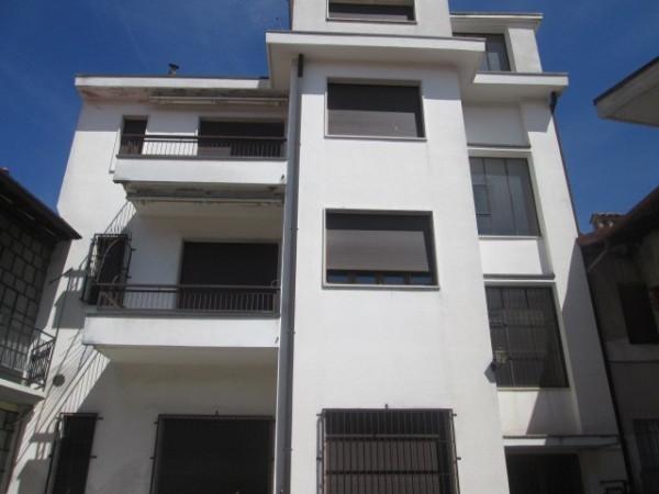 Palazzo / Stabile in Vendita a Lurate Caccivio