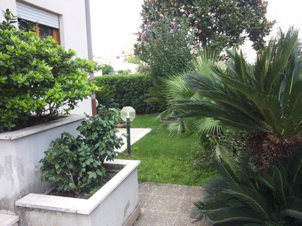 Villa in vendita a Latina, 6 locali, prezzo € 530.000 | CambioCasa.it