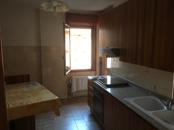 Appartamento in vendita a Carnate, 3 locali, prezzo € 129.000 | Cambio Casa.it