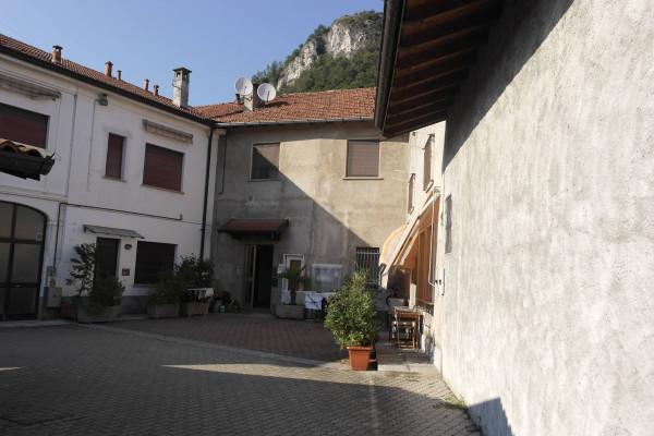 Appartamento in vendita a Sangiano, 3 locali, prezzo € 115.000 | Cambio Casa.it