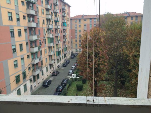 Bilocale Milano Via Fratelli Rosselli 6