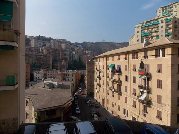 Bilocale Genova Via Ponza 10
