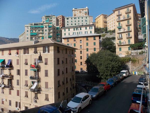 Bilocale Genova Via Ponza 11