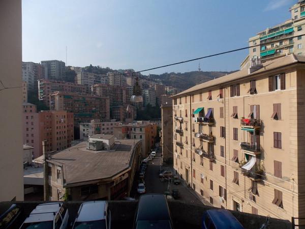 Bilocale Genova Via Ponza 12